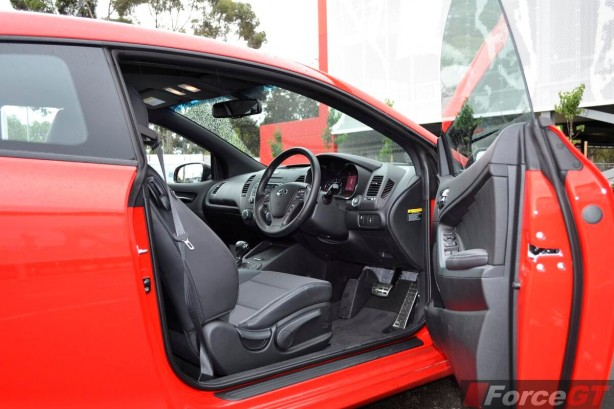 2013 Kia Cerato Review - Koup Turbo frameless window