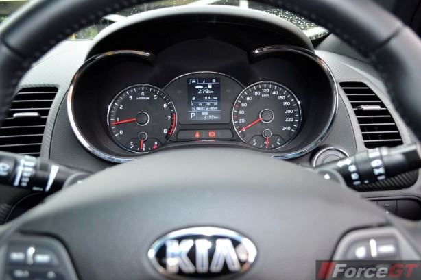 2013 Kia Cerato Review - Koup Turbo instruments