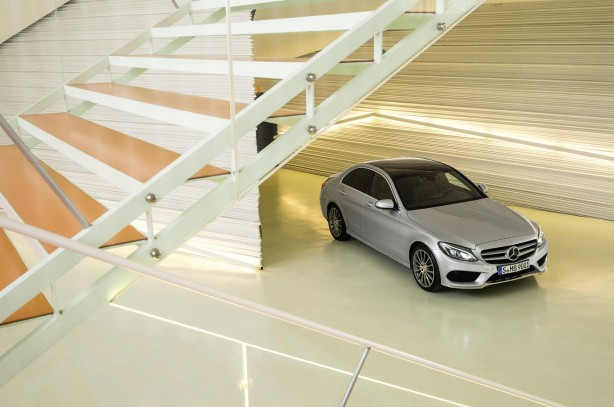 2014-Mercedes-Benz-C-Class-front-quarter3