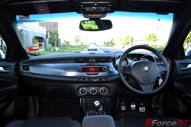 2013-Alfa-Romeo-Giulietta-QV-cabin