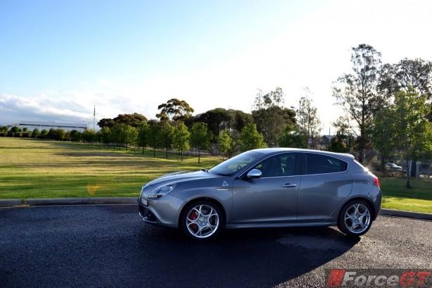 2013-Alfa-Romeo-Giulietta-QV-side