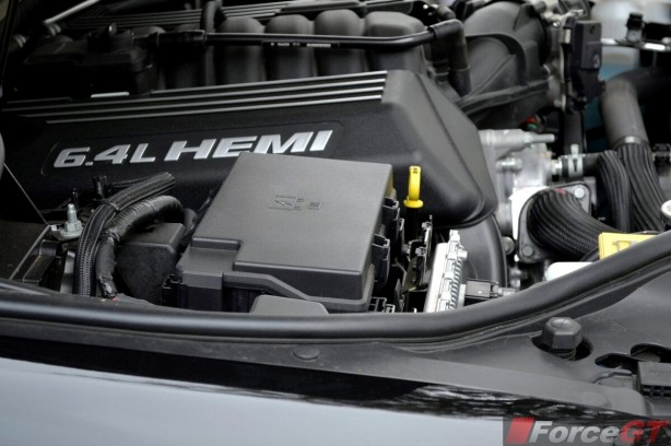 2013-Jeep-Grand-Cherokee-SRT8-engine