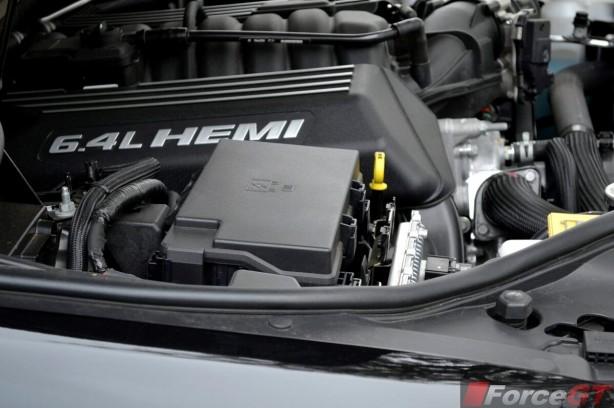 2013-Jeep-Grand-Cherokee-SRT8-engine