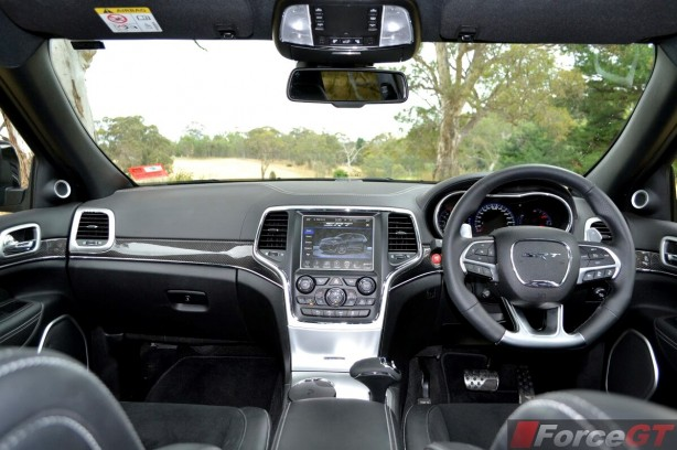 2013-Jeep-Grand-Cherokee-SRT8-interior2