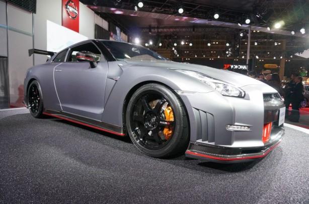 2014-Nissan-GT-R-Nismo-front-quarter
