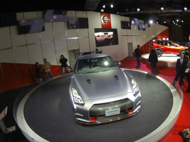 2014-Nissan-GT-R-Nismo-top