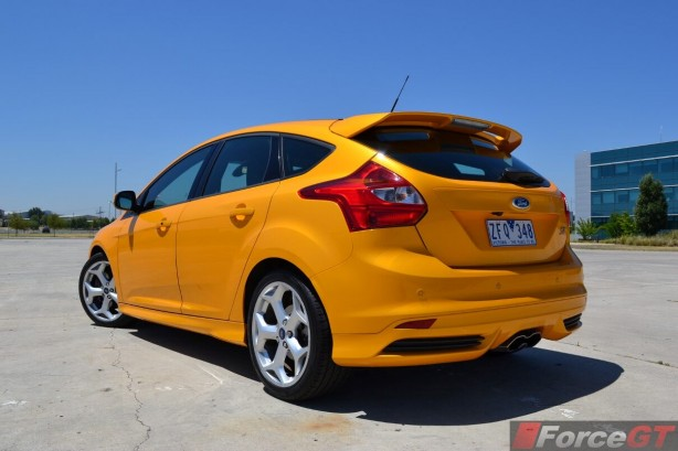 2014-Ford-Focus-ST-rear-quarter