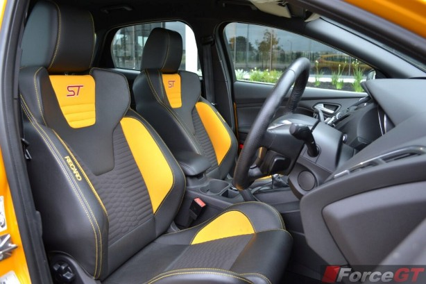 2014-Ford-Focus-ST-recaro-seats