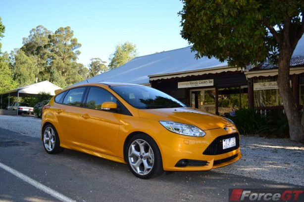 2014-Ford-Focus-ST-side2