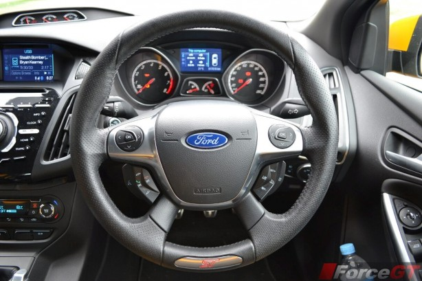 2014-Ford-Focus-ST-steering