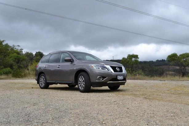 2014 Nissan Pathfinder front quarter