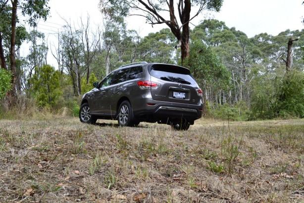2014 Nissan Pathfinder rear quarter-1