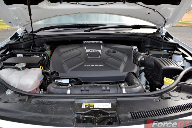 2014-Jeep-Grand-Cherokee-Summit-diesel-engine