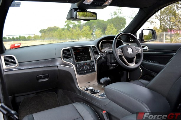 2014-Jeep-Grand-Cherokee-Summit-diesel-interior