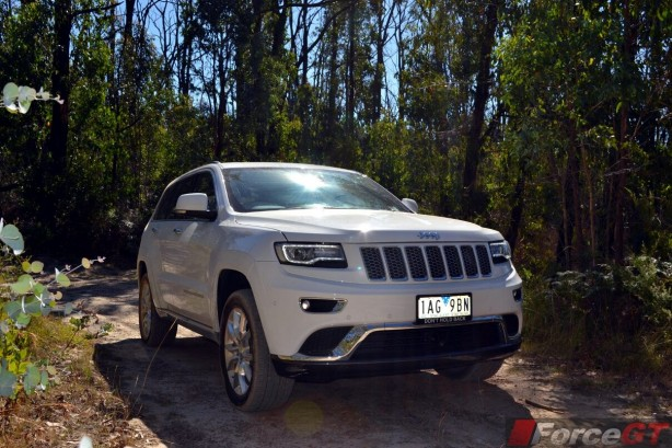 2014-Jeep-Grand-Cherokee-Summit-diesel-offroad-front