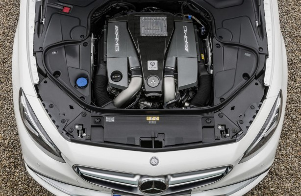 2014-Mercedes-Benz-S63-AMG-Coupe-engine