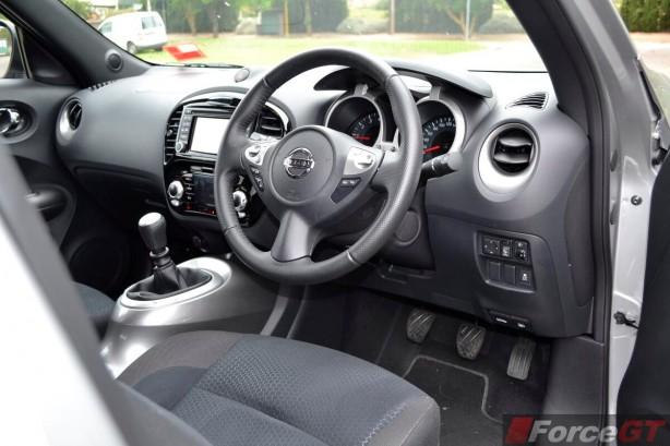 2014 Nissan Juke ST-S interior dashboard