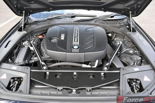 2014-BMW-5-Series-LCI-engine