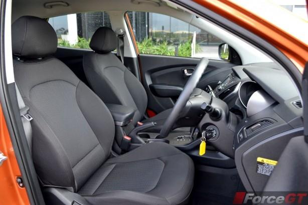 2014-Hyundai-ix35-Series-II-front-seats