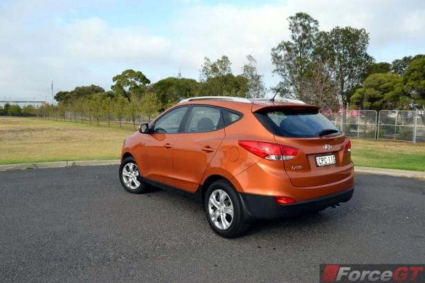 2014-Hyundai-ix35-Series-II-rear-quarter2