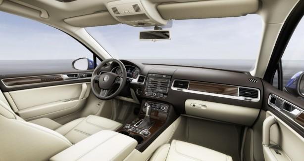 2015-Volkswagen-Touareg-facelift-interior