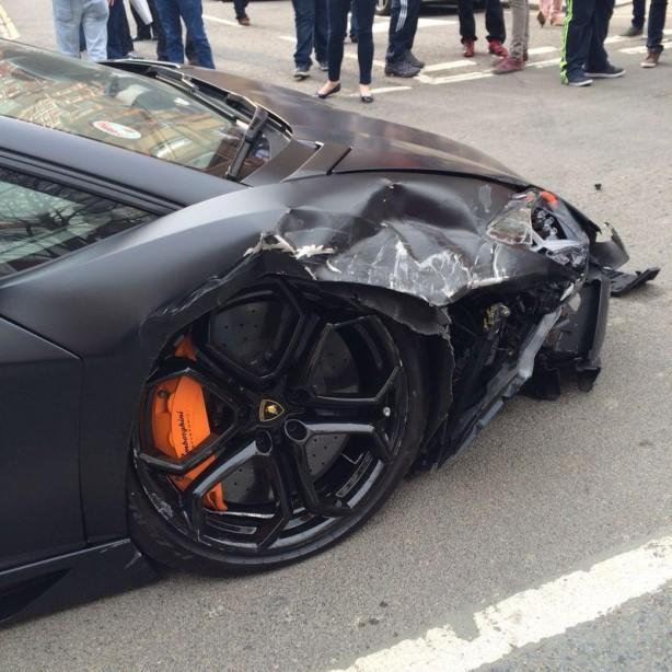 Lamborghini Aventador crash in London front damage