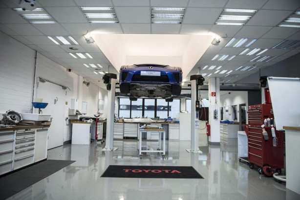 Lexus-LFA-service-centre-raised