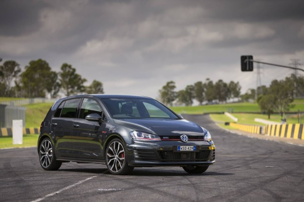 Volkswagen Golf GTI Performance front quarter-1