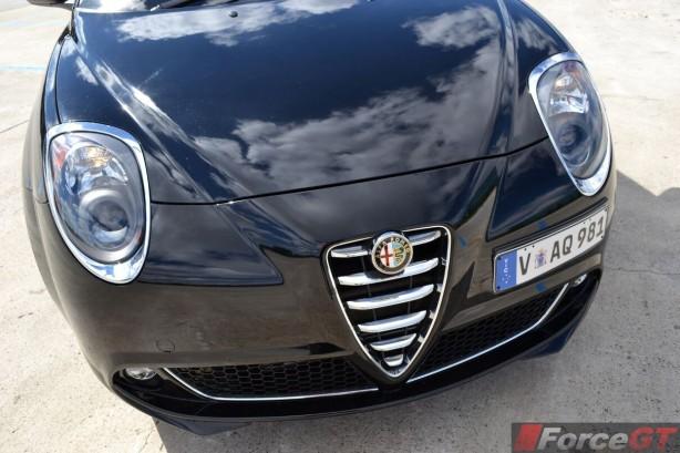 2014-Alfa-Romeo-MiTo-front-bar