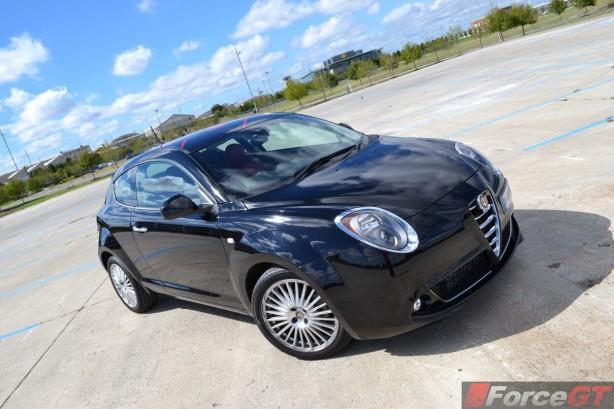 2014-Alfa-Romeo-MiTo-front-quarter