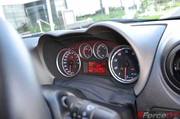 2014-Alfa-Romeo-MiTo-gauges