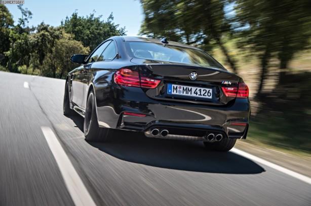 2014-BMW-M4-Coupe-Sapphire-Black-rear-quarter