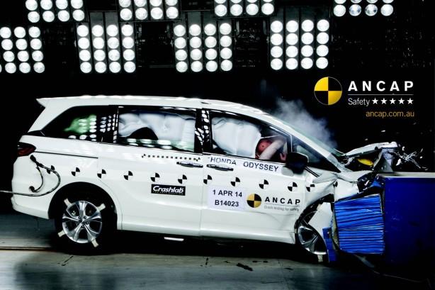 2014 Honda Odyssey crash test