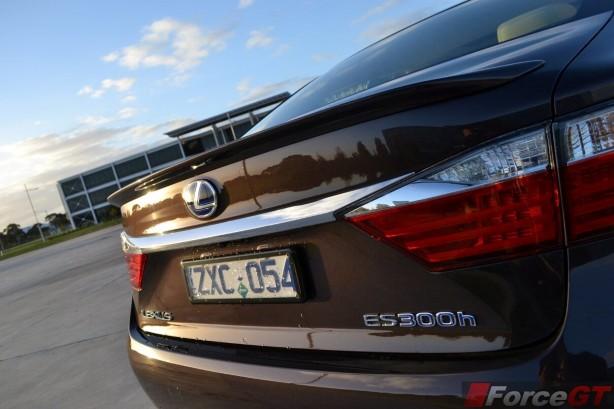 2014-Lexus-ES-300h-rear