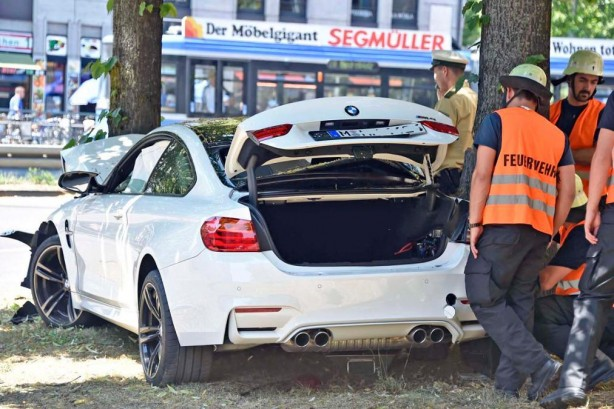 2014 BMW M4 coupe crash rear