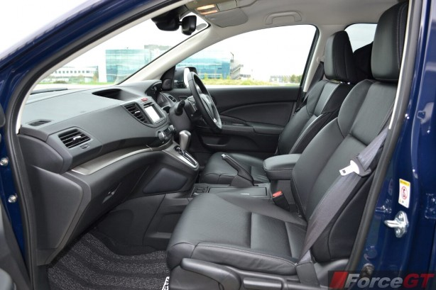2014-Honda-CR-V-Diesel-front-seats