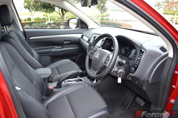 2014-Mitsubishi-Outlander-Diesel-interior