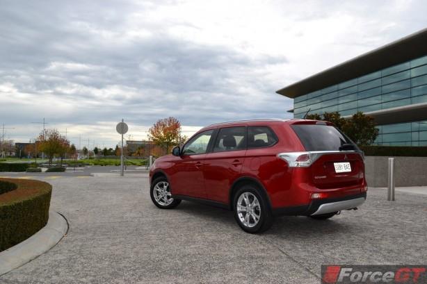 2014-Mitsubishi-Outlander-Diesel-rear-quarter