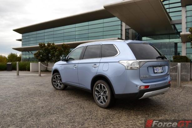 2014-Mitsubishi-Outlander-PHEV-rear-quarter