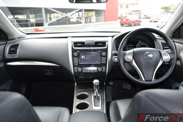 2014 Nissan Altima ST-L interior dashboard