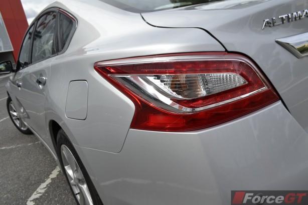2014 Nissan Altima ST-L taillight