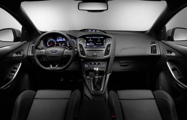 2015-Ford-Focus-ST-dashboard