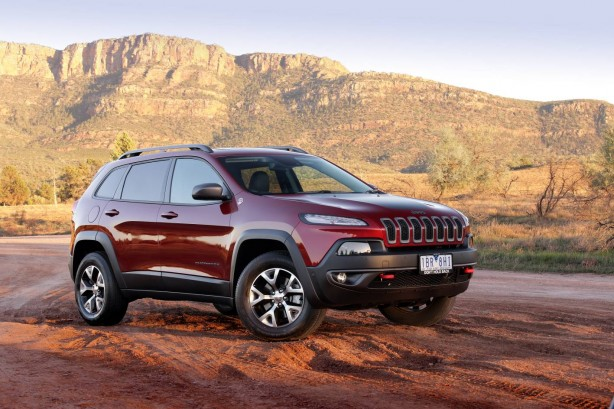 2015 Jeep Cherokee Trailhawk front quarter
