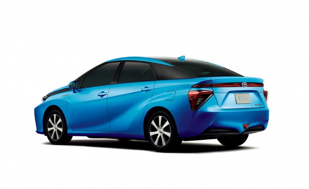 Toyota FCV_qtr+rearhr