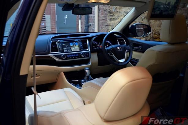 2014 Toyota Kluger Grande interior dashboard