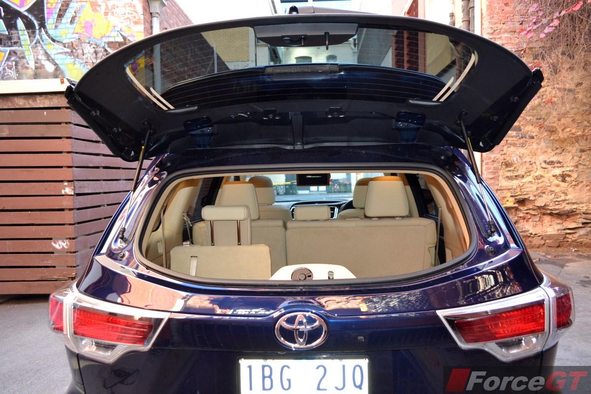 2014 Toyota Kluger Grande interior rear glass hatch ...