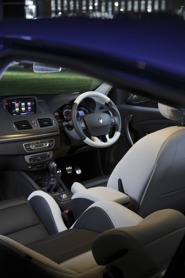2015-renault-megane-hatch-gt220-interior