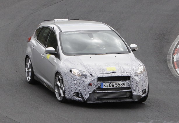 2016-ford-focus-rs-spy-photo-front