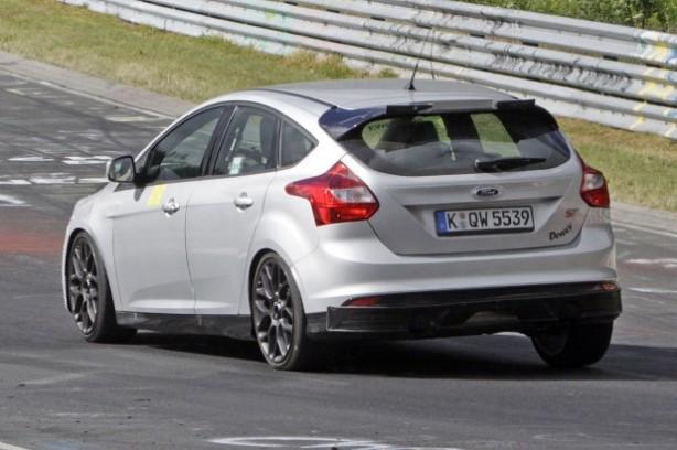 2016-ford-focus-rs-spy-photo-rear-quarter2