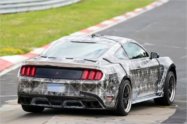 2016-ford-mustang-svt-spy-photo-rear-quarter